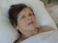 Родных бабушки, которая попала в больницу с инсультом, разыскивают полицейские