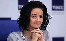 Началась кампания по спасению Глацких: один депутат Госдумы призвал простить чиновницу, другой предложил обучить ее