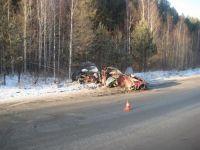 Страшная авария под Салдой: «Мицубиси Лансер» буквально разорвало пополам (фото)