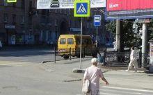 Тагильчанин почти год добивается сноса забора у остановки в центре города