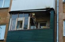Пенсионер спалил балкон в жилом доме в центре Нижнего Тагила