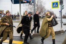 «Не думаю, что Юрию Никулину сценка бы понравилась». Артисты Нижнетагильского цирка привели на Парад Победы «фашиста» на верёвке (фото)