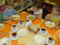 «Сокращены 304 ставки работников пищеблока». В Нижнем Тагиле воспитанников детских садов будут кормить иногородние фирмы