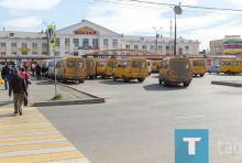 Пинаев пообещал разобраться с водителями маршруток, которые мусорят на на остановках
