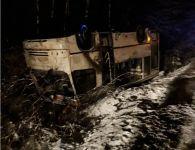 Под Нижним Тагилом пассажирский автобус улетел в кювет, есть пострадавшие (фото)