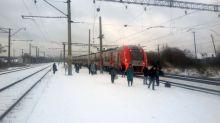 Погас свет, и всех попросили выйти: утром по пути в Нижний Тагил сломался скоростной поезд «Ласточка» (фото)