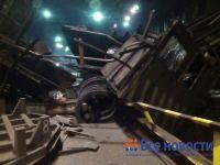 В цехе металлургического комбината Нижнего Тагила рухнул кран (фото)