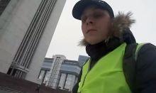 Тагильский активист провел пикет против «мусорной реформы» у здания областного правительства в Екатеринбурге