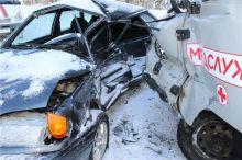 Легковушка врезалась в карету скорой помощи под Нижним Тагилом. Погибла женщина (фото)