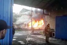 Хладокомбинат в Нижнем Тагиле горит уже более 12 часов (фото, видео)