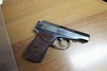 Полиция Нижнего Тагила задержала пьяного 44-летнего мужчину с пистолетом. Теперь ему грозит до четырех лет лишения свободы
