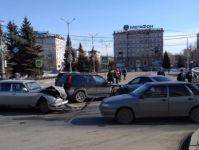 В центре города столкнулись три автомобиля (видео)