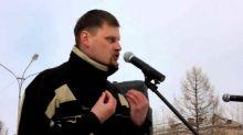 Организатор тагильского митинга «Он нам не Димон» решил заменить массовую акцию одиночным пикетом, участники перессорились