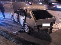 В Нижнем Тагиле пьяный водитель на ВАЗ въехал в ограждение и перевернулся (фото)