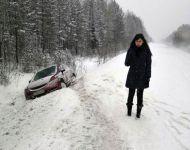 «Колея не меньше сантиметра»: на Серовском тракте десятки машин слетели с дороги (фото)
