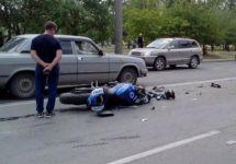 В Нижнем Тагиле мотоциклист столкнулся с двумя автомобилями (фото)