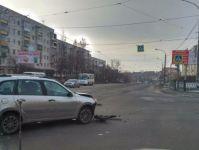Водитель ВАЗа скрылся после ДТП в центре Нижнего Тагила (видео)
