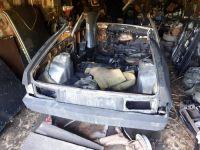 Тагильчанин чуть не сгорел, разрубая машину топором