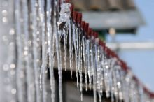 6 тысяч рублей заплатит управляющая компания пенсионеру, на которого упала ледяная глыба
