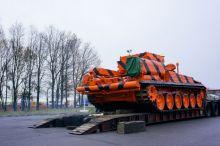 Уралвагонзавод отправил в Домодедово тягач на базе танка Т-72 для эвакуации самолетов. Такие машины появятся во всех аэропортах (видео)
