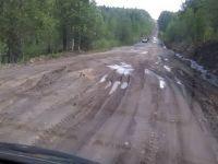 «Президентскую» дорогу до Серебрянки не сделали к обещанному сроку: рейсовый автобус застрял глине